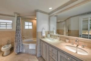 Villas on the beach 402 bathroom 3