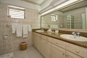 Aquamarine villa Barbados bathroom 2