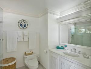 Aurora villa bathroom
