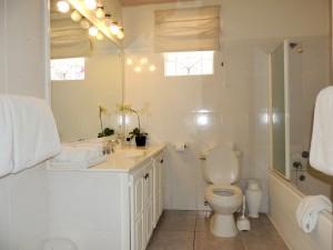 Camden Nook beach house rental bathroom 2