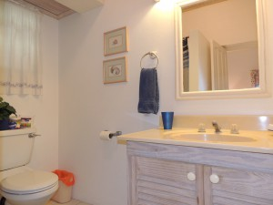 Barefoot Bay Cottage bathroom 2