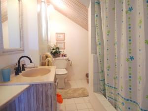 Barefoot Bay Cottage master bathroom