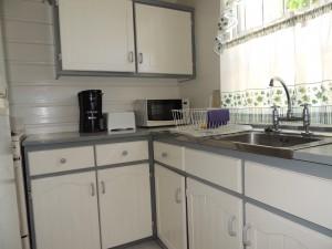 Barefoot Bay Studio kitchen