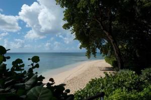 gingerbread-merlin-bay-barbados-vacation-rental-beach
