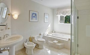 Bohemia-villa-bathroom