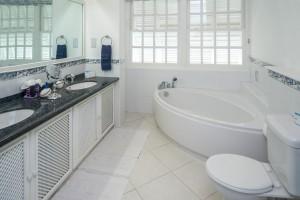 chanel-5-mahogany-bay-barbados-villa-rental-bathroom