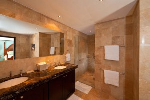 Coral-Cove-3-Green-Flash-Barbados-bathroom