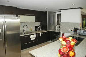 Coral-Cove-3-Green-Flash-Barbados-kitchen
