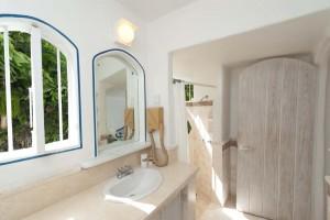 gingerbread-merlin-bay-barbados-vacation-rental-bathroom