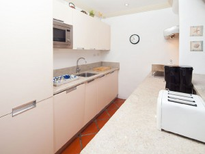 Glitter-Bay-308-Seize-the-Day-Barbados-kitchen