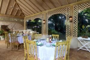 Heronetta villa dining on the terrace