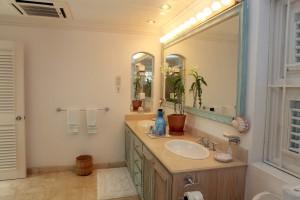 Heronetta villa bathroom