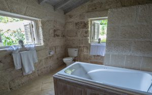melissa-barbados-cottage-bathroom