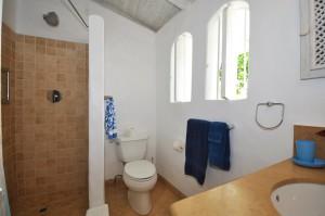oceans-edge-barbados-villa-rental-bathroom