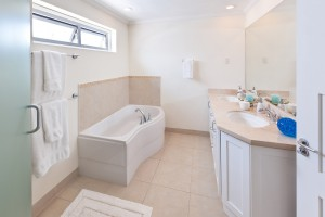 palm-beach-405-vacation-rental-barbados-bathroom