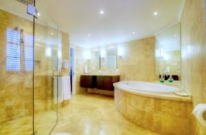 Reeds House 14 master bathroom
