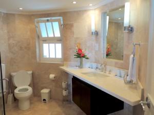 Reeds House 14 bathroom 2