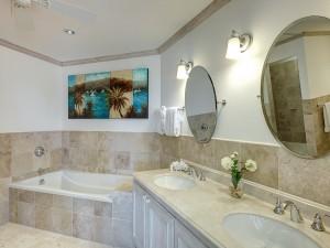 Royal Apartment 121 Barbados bathroom