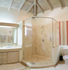Sandalwood-vacation-villa-rental-Barbados-bathroom