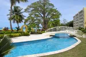 Sapphire Beach Condominiums pool