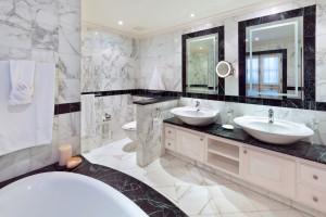 Schooner-Bay-201-Barbados-holiday-rental-bathroom