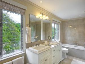 St-Helena-holiday-villa-rental-Barbados-bathroom