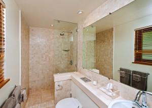 Thespina villa bathroom