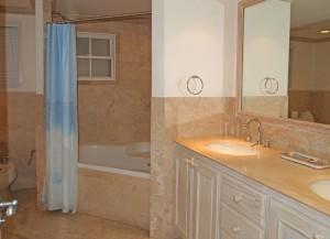 Villas on the Beach 101 bathroom