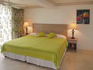 Villas on the Beach 101 master bed