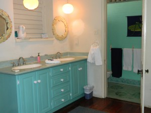 Whitecaps villa master bathroom