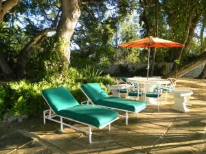 Whitecaps villa picnic table