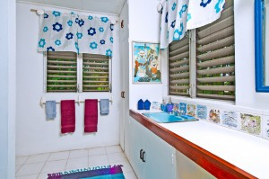 Whitecaps villa bathroom 2