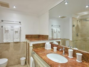 glitter-bay-308-barbados-rental-bathroom