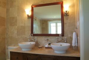 Little Good Harbour 3 bedroom Vineyard Villa bathroom