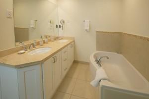 Palm-Beach-110-Barbados-holiday-rental-bathroom