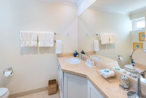 palm-beach-509-barbados-bathroom2