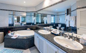 reeds-house-penthouse-barbados-bathroom