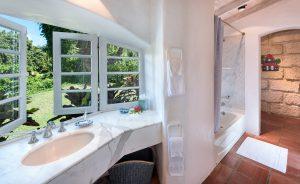 san-flamingo-villa-rental-bathroom