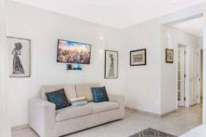sapphire-beach-102-barbados-rental-bedroom-seating