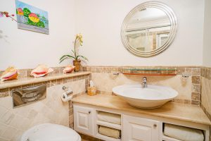 schooner-bay-112-moonshine-barbados-vacation-rental-bathroom