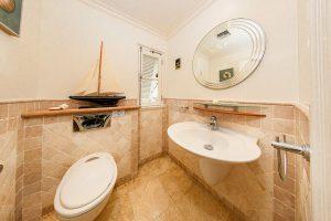 schooner-bay-112-moonshine-barbados-vacation-rental-bathroom