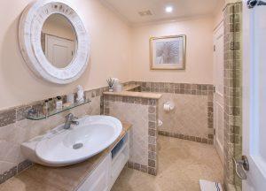 schooner-bay-203-barbados-villa-rental-bathroom