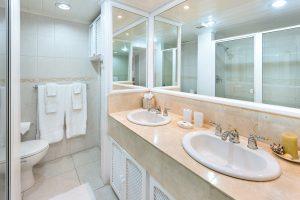 glitter-bay-212-sunset-barbados-rental-bathroom