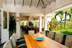 Casual dining on the patio Pandanus villa