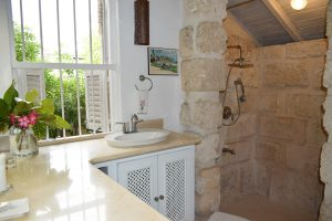 Wemsea-villa-rental-bathroom