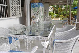 Wemsea-villa-rental-patio-dining