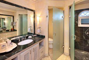 calmaro-villa-bathroom2