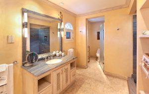 calmaro-villa-bathroom4