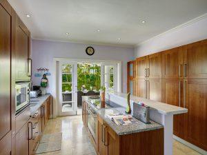 sugadadeze-villa-rental-barbados-kitchen