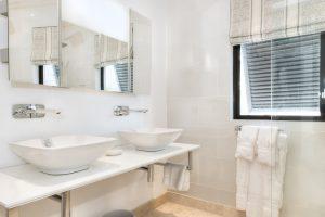 Mirador-villa-rental-Barbados-bathroom